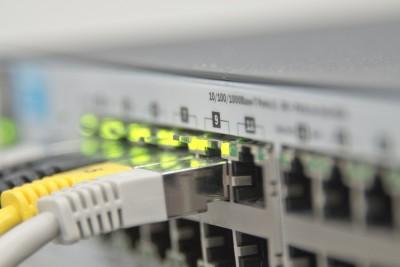 Bild: Betriebsbereit: Leuchtende Lampen am Server