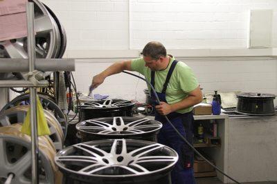 Reifen Simon bietet seinen Kunden einen umfassenden Reifenservice und stellt mit einem eigenen Runderneuerungswerk eine hohe Produktverfügbarkeit im Nutzfahrzeugbereich sicher.