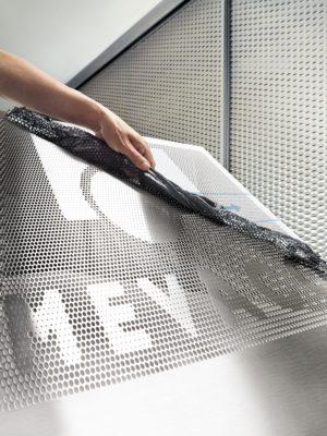 Das Leistungsspektrum von MEVACO umfasst u.a. Streckmetalle, Lochbleche, Wellengitter und geschweißte Gitter – im Standard oder individuell konfiguriert.