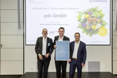 V.l.n.r: Wilhelm Schuster, Vorstands-Vorsitzender Richter+Frenzel GmbH + Co. KG, André Lorenz Prokurist und Sales Manager Süd pds GmbH & Stefan Molter, Geschäftsführer Hahn GmbH (Bild © SBZ)