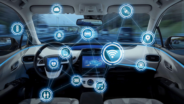 """Das neue Cybersecurity Special """"Cyberangriffe auf Automotive-Sektor nehmen Fahrt auf"""" von Hornetsecurity gibt anhand tiefgehender Analysen und aktueller Vorfälle Einblicke in die Cyber-Bedrohungslage der Automotive-Industrie. (Bild: metamorworks, stock.adobe.com)"""